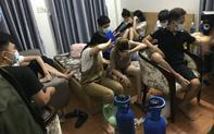 Bất chấp lệnh cấm, nhóm thanh niên nam nữ vẫn tụ tập ăn nhậu, hít bóng cười