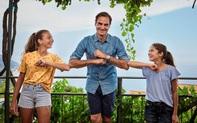 Federer mang đến niềm vui bất ngờ cho cặp bé gái chơi tennis giữa hai nóc nhà