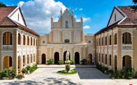 Tiểu chủng viện Làng Sông - kiến trúc Gothic tuyệt đẹp giữa đồng quê Việt Nam