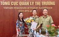 Trao Quyết định bổ nhiệm Phó Vụ trưởng Vụ Tổng hợp - Kế hoạch - Tài chính của Tổng cục QLTT