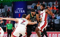 Mất bóng đến 20 lần, Boston Celtics tự tay vứt đi cách biệt 17 điểm trước Miami Heat