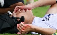 Cầu thủ trẻ HAGL chảy máu đầu sau va chạm vẫn cố thi đấu hết trận