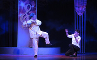 Dưới ánh đèn: Nỗi niềm nghệ sĩ nặng lòng cùng sân khấu