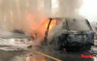 Xế sang tiền tỷ Range Rover bốc cháy trên cầu Chương Dương