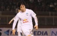 """Công Phượng lốp bóng cực điệu nghệ, tân binh """"bị lãng quên"""" của Sài Gòn FC xuất sắc cản phá ngay trước vạch vôi"""