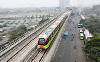 Người dân hào hứng tham quan đoàn tàu metro Nhổn - ga Hà Nội