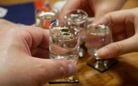 """Uống rượu thường xuyên rất dễ rơi vào 4 """"hiểm họa"""" lớn: Ai hay uống nên biết để tránh"""