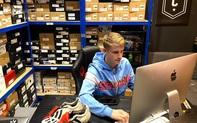 """Chàng trai 17 tuổi chuyên bán những đôi giày bóng đá """"cổ lỗ sĩ"""" cho sao Ngoại hạng Anh"""