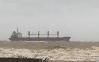 Tàu vận tải cùng 20 thuyền viên mắc cạn trên vùng biển Quảng Trị