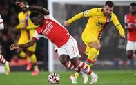 Cố ý sút thẳng vào chân Saka, cầu thủ Crystal Palace chỉ phải nhận thẻ vàng