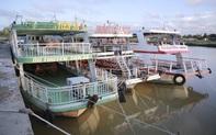 """Tàu xe du lịch ở Đà Nẵng nằm im, """"phơi mưa nắng"""" vì không có khách"""