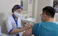"""Bác sĩ Bệnh viện Thanh Nhàn: """"Tôi rất yên tâm khi được tiêm vắc xin Covid-19"""""""