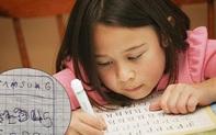 """Cô khoe nét chữ """"bá đạo"""" của đứa cháu sắp vào lớp 1, các bậc phụ huynh vừa buồn cười vừa rào rào bình luận vì đồng cảm"""