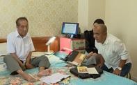 Quốc Thuận tới nhà thăm thầy giáo Nguyễn Ngọc Ký: Tôi bị suy thận, đã chạy thận nhân tạo 11 năm