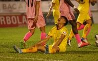 Lỡ cơ hội ghi bàn, Xuân Mạnh thất vọng tột độ vì không thể cứu thua cho SLNA
