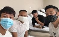 """Dàn tuyển thủ Quốc gia """"vui ra mặt"""" trong ngày hội ngộ tiêm vaccine Covid-19 tại Hà Nội"""
