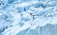 Trung Quốc đặt dải phân cách đỉnh Everest vì lo ngại Covid-19