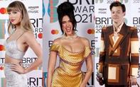 Thảm đỏ hot nhất Hollywood hôm nay: Taylor Swift lộ vòng 2 to bất thường, chạm mặt tình cũ Harry Styles