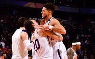"""Devin Booker """"may mắn"""" đem chiến thắng về cho Phoenix Suns, thổi lửa vào cuộc đua Playoffs"""