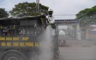 Ảnh: Quân đội phun khử khuẩn tại BV Bệnh Nhiệt đới Trung ương