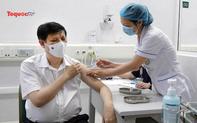 Bộ trưởng Y tế tiêm vaccine phòng ngừa Covid-19