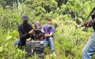 Bắt đối tượng người Lào vận chuyển 20 bánh cần sa qua biên giới