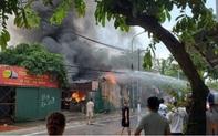 Hà Nội: Cháy lớn kho xưởng cạnh chung cư Đồng Tàu