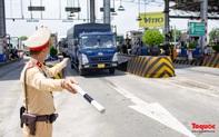 Không thực hiện kiểm tra đối với các phương tiện vận chuyển hàng hóa thiết yếu, lương thực, thực phẩm