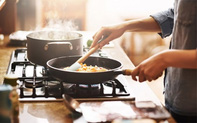 7 sai lầm khi nấu ăn gây hại sức khỏe mà ai cũng dễ dàng mắc phải nhưng không hề hay biết