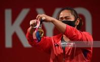 Hidilyn Diaz mang về tấm HCV lịch sử cho thể thao Philippines, đánh bại đối thủ Trung Quốc với khoảng cách... 1 kg