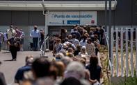 Niềm tin vaccine của người Tây Ban Nha vượt qua khủng hoảng dịch bệnh