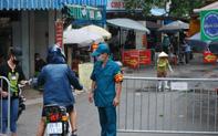 """Phạt kịch khung cặp vợ chồng """"thông chốt"""" kiểm dịch, đánh công an ở chợ Yên Phụ, Hà Nội"""