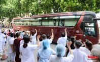 Gần 200 y bác sĩ lên đường hỗ trợ miền Nam chống dịch