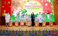 Phó Chủ tịch nước Võ Thị Ánh Xuân tặng quà bệnh nhi ung thư nhân dịp Tết Trung thu