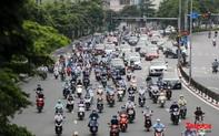 """Dỡ bỏ 39 chốt kiểm soát dịch ra vào """"vùng đỏ"""", đường phố Hà Nội tấp nập"""