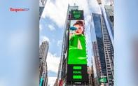 Hình ảnh nữ ca sĩ Phùng Khánh Linh xuất hiện giữa quảng trường Thời đại ở New York
