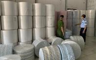 Xử phạt 49 triệu đồng và tịch thu 4 tấn vải không dệt nhập lậu dùng để may khẩu trang
