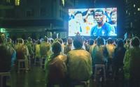 Vingroup tổ chức xem bóng đá qua màn hình lớn cho cư dân