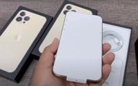 Chuyện chưa từng có: Khách mua iPhone 13 ở Việt Nam buộc phải khui hộp và kích hoạt ngay ở cửa hàng?