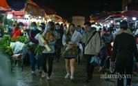 Hà Nội: Chợ hoa Quảng An nhộn nhịp xuyên đêm trước ngày 20/10