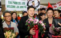 Tượng đài bắn súng thế giới Jin Jong Oh đặt chân đến Hà Nội trong sự chào đón của người hâm mộ Việt Nam