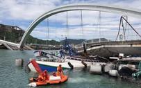 [Video] Hãi hùng cảnh cây cầu nổi tiếng Đài Loan đổ sập trong tích tắc