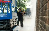 Xem chuyên gia làm sạch cổng Ngọ Môn Huế như đã thực hiện với tượng Chúa Cứu Thế tại Rio De Janeiro