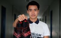 """Fan Việt sục sôi tìm info anh chàng cầu thủ U23 Thái Lan vừa điển trai, vừa """"có bàn tay thơm"""" ở lễ bốc thăm vòng bảng U23 châu Á"""