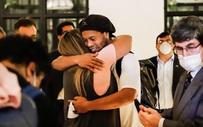 Bạn tù tổ chức đại tiệc, ôm nhau khóc trong ngày Ronaldinho được rời nhà giam