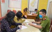 """Nghệ An: 4 người phụ nữ bị xử phạt 800.000 đồng do tụ tập """"buôn chuyện"""" trong thời gian cách ly xã hội"""
