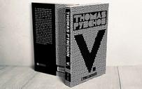 """Tiểu thuyết nổi tiếng với tựa một chữ """"V."""" ra mắt độc giả Việt Nam"""