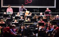 Biểu diễn của Dàn nhạc giao hưởng London tại phố đi bộ Hà Nội được tổ chức sớm 1 ngày