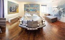 """Khám phá V8 Hotel: Ngủ trên giường Mercedes-Benz, BMW, xung quanh toàn đồ cho hội """"cuồng"""" xe"""