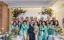 Đẹp hút hồn dàn sao VTV đồng phục áo dài xanh bê tráp cho MC Phí Linh